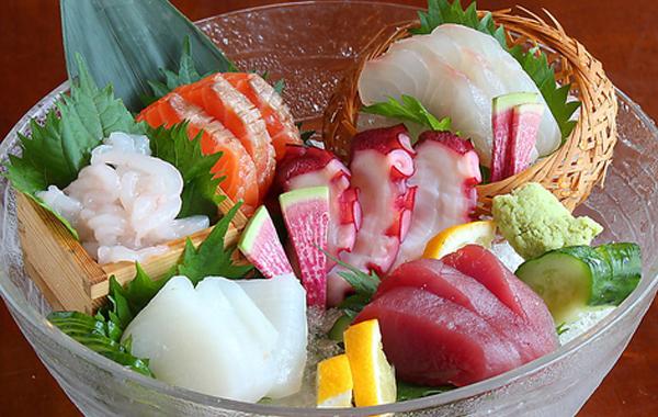 鮮魚5種盛り 厳選した鮮魚を各地から独自のルートで仕入れたオススメの一品!