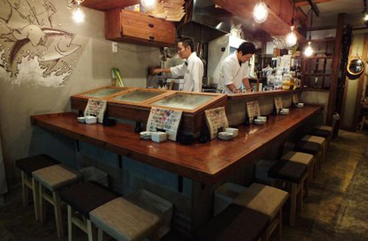 公設市場総本店 魚寿司